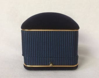 Classic Ring Box Blue Gold Trim Velvet Wedding Display pushed button Clasp Vintage