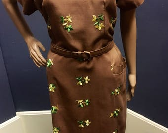Vintage Plus Size 1X 1950s Deadstock Brown Linen Dress with Yellow amd Green Embroidered Flowers