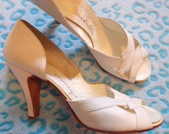VINTAGE WHITE d'Orsay HEELS peep toe pumps wedding 9 N