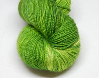 "Fingering Weight, ""One-Shot Speckle Pot"" Merino Wool Superwash Yarn, 4 oz, machine washable yarn"
