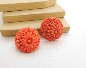 Vintage Carved Salmon Pink Celluloid Flower Cluster Clip On Earrings B18