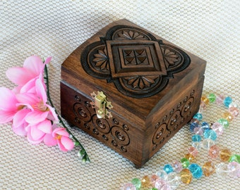Wedding ring box Wood box Jewelry box Wooden box Memory box Ring box Jewellery box Jewelry boxes Wood carving Wood boxes boite a bijoux Q16