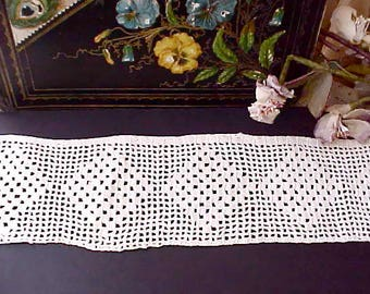 Pretty Piece of Vintage Crochet Trim with Diamond Pattern