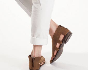 Flats With Cut Out Sides In Brown