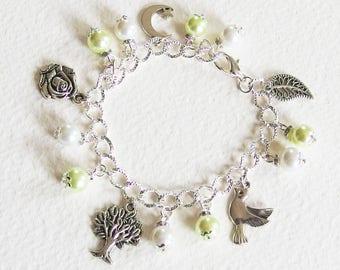 Bracelet Gourmette - Matin de Printemps - Breloques Fleurs Feuilles, perles de Bohème, Strass, Métal argenté - Bijou créateur, pièce unique