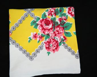 Vintage Rose Trellis Tablecloth - 1950s Kitchen Tablecloth - Free Shipping - Red Yellow Floral Tablecloth - Glamper Decor - 6HTT17
