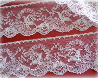 """REMNANT - Victorian Floral Lace With Scalloped Edge, Cream, 3 3/4"""" inch wide, For Victorian & Romantic Projects"""
