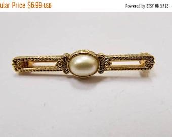 On Sale Vintage Faux Pearl Bar Pin Item K # 3018