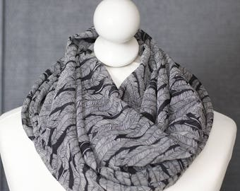 Infinity scarf // Black white fabric feathers