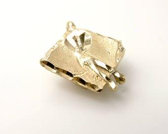 Vintage Graduation Cap Charm - 14K Yellow Gold Pendant - Weight 1.3 Grams - Graduation Cap - 3D - Keepsake - Memories # 4336