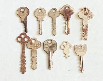 10 rusty keys, flat keys, salvaged keys, steampunk found objects, altered art, key collection, key lot as is  lot K3