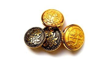 Set of 4 buttons gold plated, 2 with flowers.
