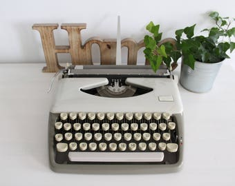 Adler Tippa gray small retro portable typewriter working condition original hard case