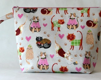 Large zipped wedge bag cats in sweaters