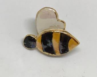Tiny Bee pin