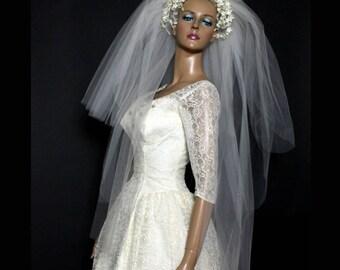Vintage 1940s Wedding Veil //Bridal Veil// Waxed Blossom Flowers// White Veil// Wedding // 40s Wedding Veil //Vintage Wedding Headband