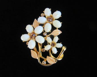 Art glass swirled off white flower brooch with champagne rhinestones,enameled leaves in goldtone setting - Free U.S. Shipping