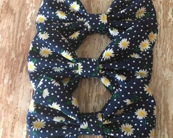Daisy Print Fabric Bow, Girls Bow, Toddler Bow