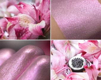 Eyeshadow: Dancer on Wet Petals - Fairy. Light pink shimmering eyeshadow by SIGIL inspired.