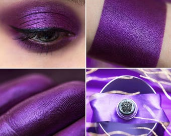 Eyeshadow: Parvenu - Fairy. Deep pink-purple satin eyeshadow by SIGIL inspired.
