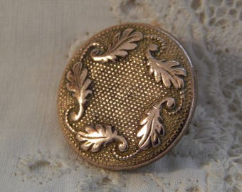 Circling Oak Leaves - Golden Age Button Ives Kendrick & Co. Circa 1837 - 1840