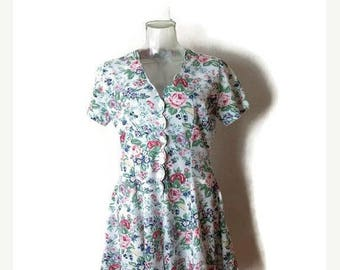 ON SALE Vintage White x  Floral Printed Short sleeve Romper/Onesie /All in one from 1980's*
