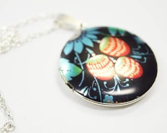 Necklace Medaillon Strawberry