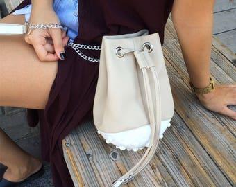 Cross body bucket bag / vegan crossbody bag / summer crossbody bag / white & beige shoulder bag / standout vegan design / unique handbag