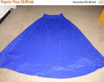 50% OFF Vintage Size medium skirt rayon 30 in waist 38 in length