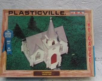 VINTAGE Plasticville Cape Code House 1617-100 In Original Box. Made in USA. HO Gauge.