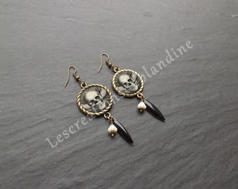 """These earrings """"skull grey"""" round support embellished with an image"""