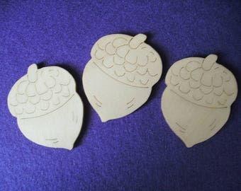 3 Acorns, Wood, 6.5 x 4.5 cm  (01-0006A)
