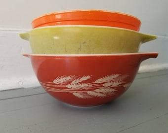 Lot of 3 Pyrex Bowls 1 1/2 Quart Red Orange Yellow Wheat Vintage Mixing Serving