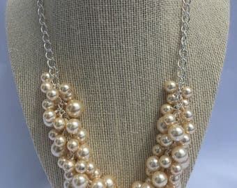 Nancy-Cream pearl necklace Pearl cluster necklace Cluster necklace Cream Necklace Cream Bridal necklace Cream Glass Pearl Necklace