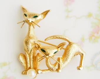 Vintage Boucher Goldtone Pearl Cats Brooch Pin