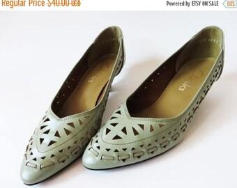 ON SALE Vintage 80s Mint Green Pumps Leather Shoes Avant Garde Glam Kitten Heels Shoes Clarcs Women Shoes Cutout Leather Shoes UK 4 Eur 37 U