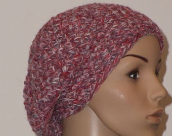Crocheted cap in red with white