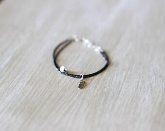 Bracelet black pearl feather