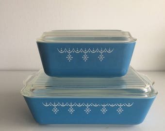 Vintage Pyrex Blue Garland Snowflake Refrigerator Dishes with Lids Set of 2