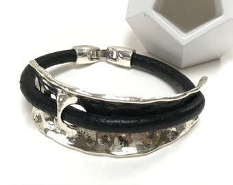Black Leather and Hammered Antique Silver Cuff Bracelet, Leather Bangle, Silver And Black Bracelet, Unisex Leather Bracelet