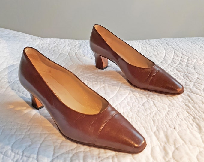 Chanel Shoes, Vintage Chanel, Coco Chanel, Brown Leather Heels, Court Shoes, Mid Heel Shoe, Designer Shoes, Chanel Heels, 1970s Chanel Heels