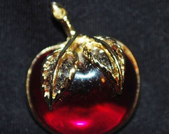 Sarahoo Signed Goldtone Stemmed with Gold Leaves Red Apple Brooch/Pin