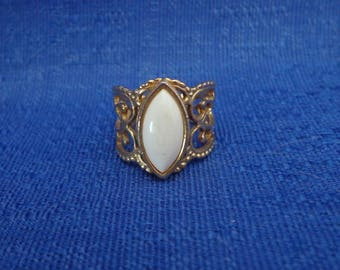 Sarah Coventry White Ring,1978 Sarah Coventry City Slicker Ring,
