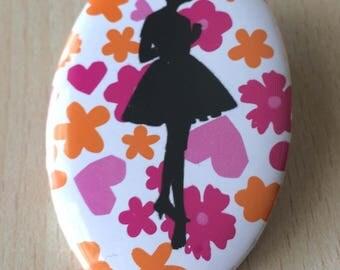 badge / brooch vintage silhouette fashion 21