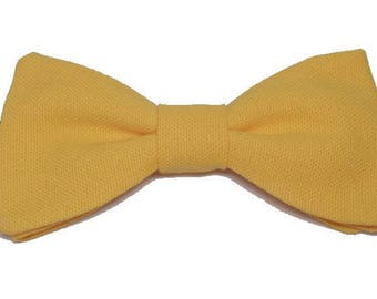 Bow with orange edge