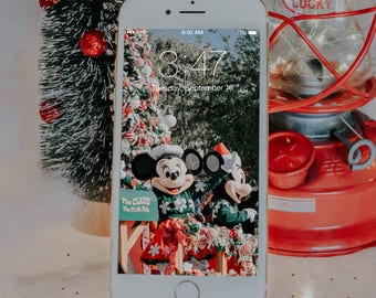 Mickey & Minnie Christmas iPhone Wallpaper
