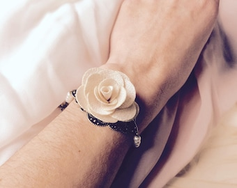 Bridal bracelet and very romantic and rustic bridesmaids with pearls and beige fabric flower