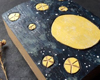 MOON AND STARS, Woodrelief in oak