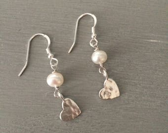 Freshwater Pearl Sterling Silver hammered heart earrings or Gold filled small heart earrings pearl drop earring Boho bridal jewelry gift