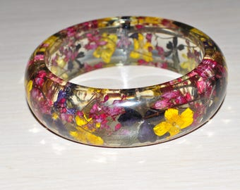 Bracelet with real garden flowers
